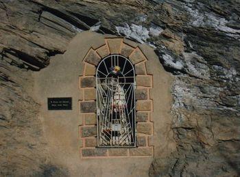 L'oratoire des Abîmes au bord de la nouvelle route